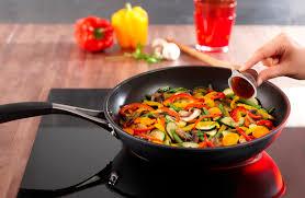 comment cuisiner les legumes comment rendre vos légumes fondants et confits maggi