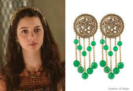 reign tv show hair beads in the eleventh episode mary wears these stephen dweck medallion