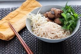 recette cuisine chignon vietnamien cha chignon avec des nouilles de riz et salade d herbes
