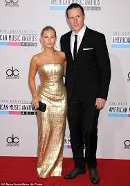 elisha cuthbert marries hockey player beau dion phaneuf in their