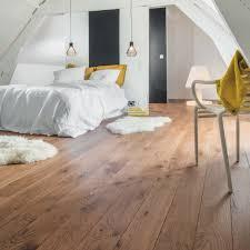 parquet stratifié chambre chambre cocooning réchauffée par le parquet flottant cuir et