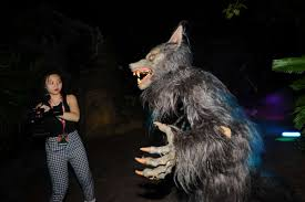 universal studios halloween horror nights 2014 pics horror show leading asian news in the uk