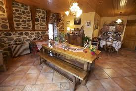 chambre d hotes massif central chambres d hôtes murat la salle à manger