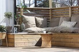 canapé de jardin en palette un salon dans le jardin q domus com salon de jardin a partir de