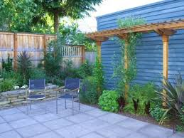 exterior simple and low cost small backyard landscaping ideas