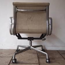 bureau herman miller charles et eames herman miller fauteuil de bureau modèle