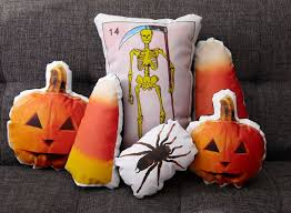 Upcycled Pillows - upcycling halloween pillows for your indoor decoration