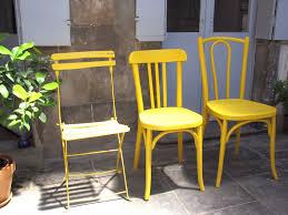 chaises jaunes les chaises jaunes barnabé aime le café