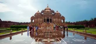 what are the best places to visit in delhi with friends in this
