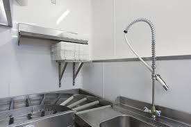 cuisine a domicile reglementation revetement et agencement mural et plafond pour cuisine