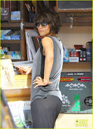 back view of halle berry hair halle berry s hair gets comparisons to miss jamaica photo
