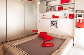 trasformare un letto in un divano monolocale di 25 mq con soluzioni salvaspazio cose di casa