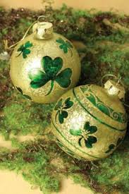 decorate with pretty shamrock ornaments trading