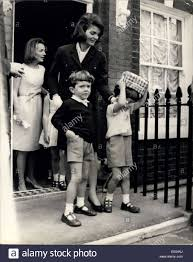 caroline kennedy children may 13 1965 jackie kennedy and her sister go to buckingham