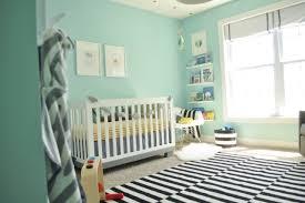 chambre fille vert chambre enfant chambre bébé fille vert eau murs tapis rayures