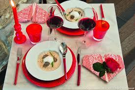 que cuisiner pour un repas en amoureux pliage de serviette pour un dîner romantique en tête à tête