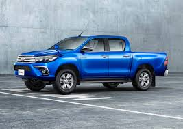 toyota hilux japan says sayonara to the toyota fj cruiser hello again to the hilux