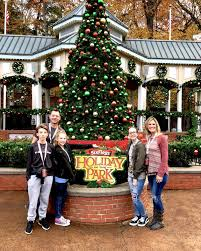 Six Flags Austell Ga 5 Things You Must See At Six Flags Holiday In The Park