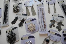 easy diy custom jewelry using styled by tori spelling merriment