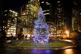 Best Way To Put Christmas Lights On Tree by Best Pictures Of Christmas In New York Including Twinkling Lights