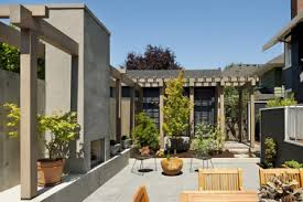 courtyard homes 10 mediterranean courtyard homes cape house