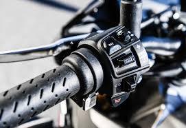 aprilia motocross bike 2017 aprilia rsv4 rf and rsv4 rr first ride review revzilla