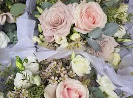 wedding flowers september september wedding flowers luxury cripps barn wedding flowers tessa