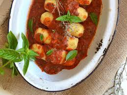 cuisiner quenelle recette quenelles végétariennes de semoule de blé à la sauce