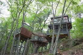 Treehouse Nz Fall Is In The Air Bnb At These Stunning Treehouses Airbnb Newsroom