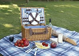 Picnic Basket Set For 4 Vonshef 4 Person Wicker Picnic Basket Hamper Set With Flatware