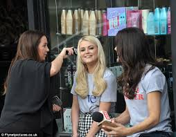 coronation street u0027s lucy fallon gets hair extensions daily mail