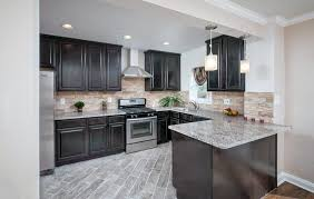 kitchen cabinets with light countertops 27 small kitchens with cabinets design ideas