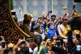 sultan hassanal bolkiah son more than 60 000 celebrate brunei sultan hassanal bolkiah u0027s golden