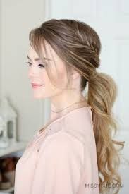 layer hair with ponytail at crown 5 formas de llevar una ponytail ponytail hair style and makeup