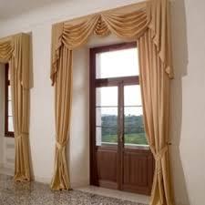 tende con drappeggio tende con calate moderne tende letto classica tende