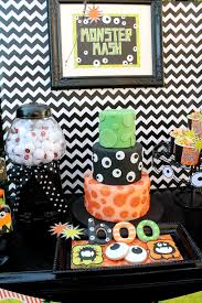 Easy Halloween Cake Designs Monster Mash Halloween Googly Eyes Boo Eyeballs Slime Cake