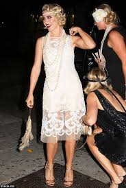 how does julienne hough style her hair julianne hough dresses as a 1920s flapper for 25th birthday