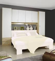 chambre a coucher avec pont de lit étourdissant chambre a coucher avec pont de lit avec pont de lit