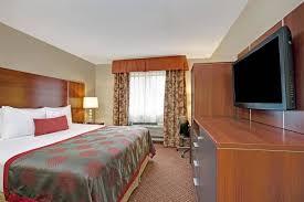 Comfort Inn Staten Island Bed Bugs Book Ramada Staten Island In Staten Island Hotels Com