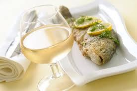 vin blanc sec cuisine quel vin servir avec le poisson pratique fr