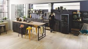 meuble cuisine cuisinella cuisine équipée industrielle en l bois cuisinella
