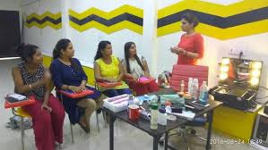 become a professional makeup artist best make up institute in delhi become a professional makeup