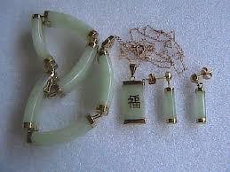 bracelet earrings set images Yellow gold jade vintage 14k solid jadeite bracelet earrings jpg