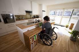 cuisine adapté handicap perte de mobilité une cuisine conviviale carole thibaudeau maisons
