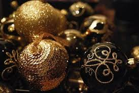 gold christmas 36 black and gold christmas décor ideas digsdigs