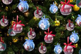 how to decoupage bauble ornaments with napkin beesdiy