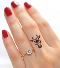 Finger Tribal - 11 adorable giraffe finger tattoos