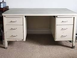 bureau repeint diy déco repeindre un vieux bureau en métal deco cool