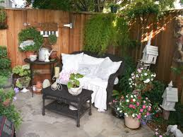 Outdoor Decorating Ideas by Outdoor Decorating Ideas On A Budget Garden Ideas