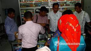 Serum Ular foto polisi geledah apotek penjual serum palsu tribun pekanbaru